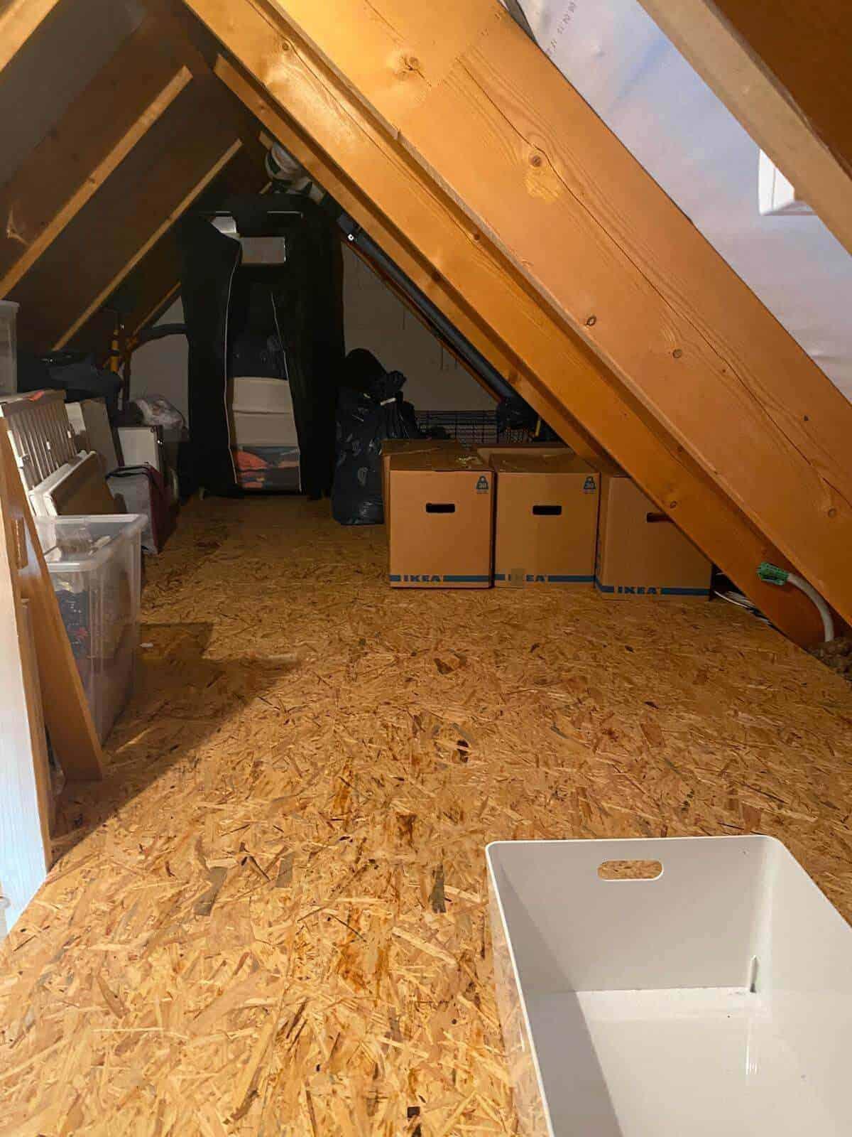 unseren spitzboden haben wir beim hausbau direkt beplanken lassen damit wir beim umzug direkt einige kartons auf den dachboden bringen konnten