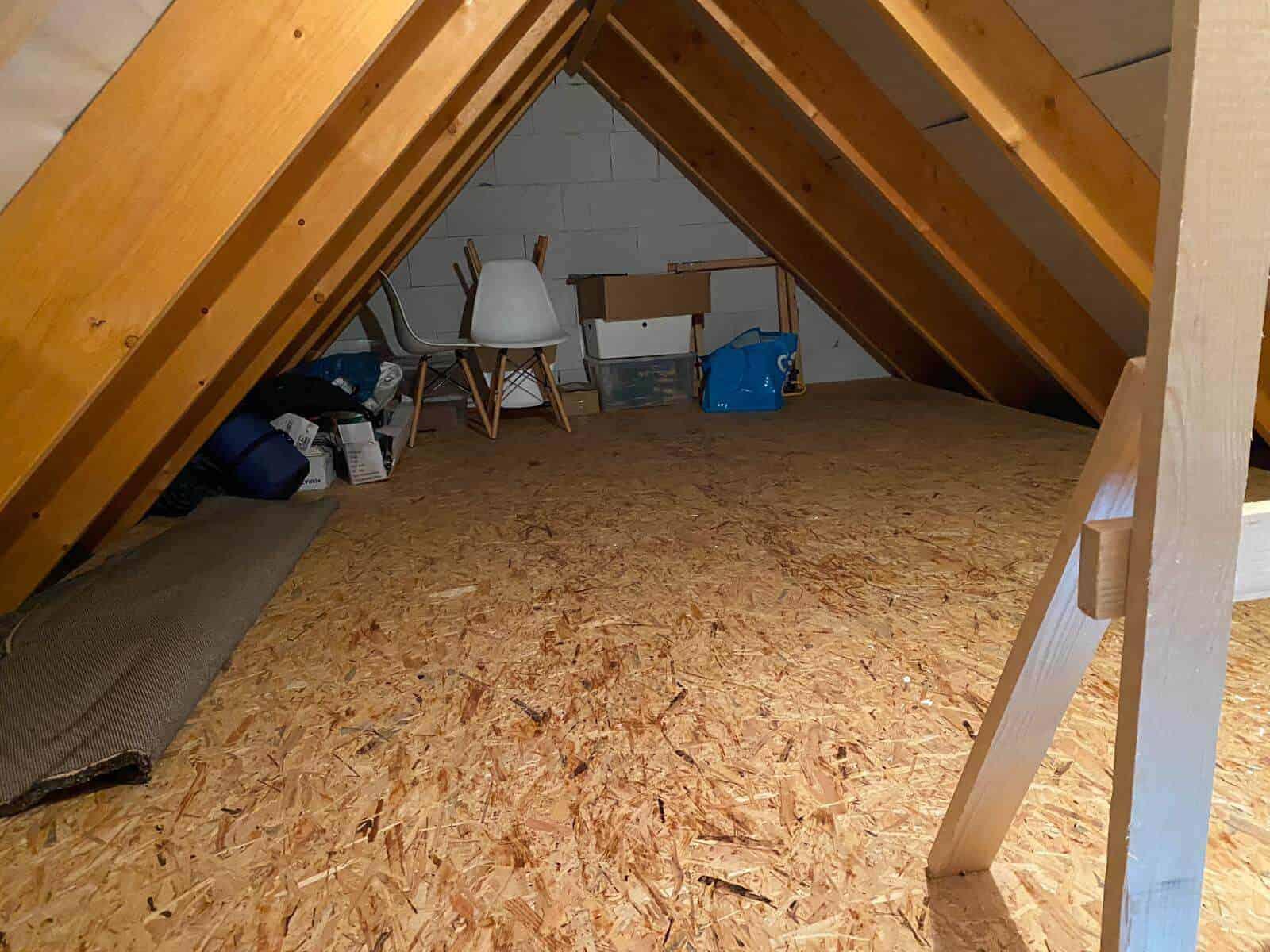 wir haben unseren spitzboden nicht ausgebaut sondern haben eine dielung legen lassen und verwenden ihn als stauflaeche