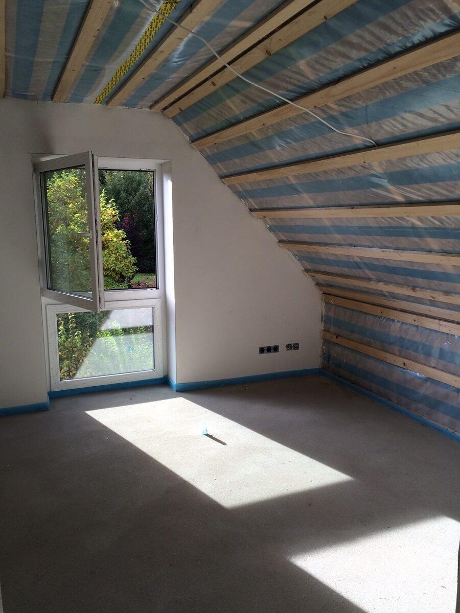 Die Unterkonstruktion vom Dachstuhl, bevor die Rigipsplatten verschraubt werden