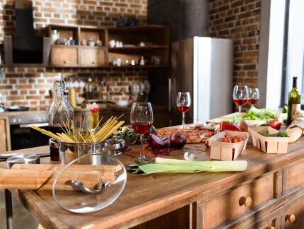 Mit unterschiedlichen Einrichtungsstilen eine alte Küche aufwerten